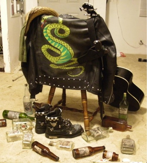 Tunnel Snakes Rule! (Fallout 3 Cosplay)  I seriously want to make a tunnel snake jacket.