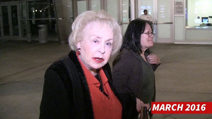 "Doris Roberts, the beloved mom from ""Everybody Loves Raymond,"" has died ... TMZ has learned. Doris Roberts was an American actress. She received five Emmy Awards and a Screen Actors Guild award during her acting career, which began in 1951. Wikipedia Born: November 4, 1925, St. Louis, MO Died: April 17, 2016, Los Angeles, CA Height: 5′ 1″ Spouse: William Goyen (m. 1963–1983), Michael Cannata (m. 1956–1962) Children: Michael Cannata Jr."