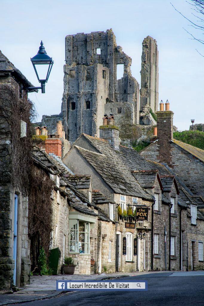 Castelul Corfe și vederea spre West Street - Dorset, Anglia  Like & Share daca va place.