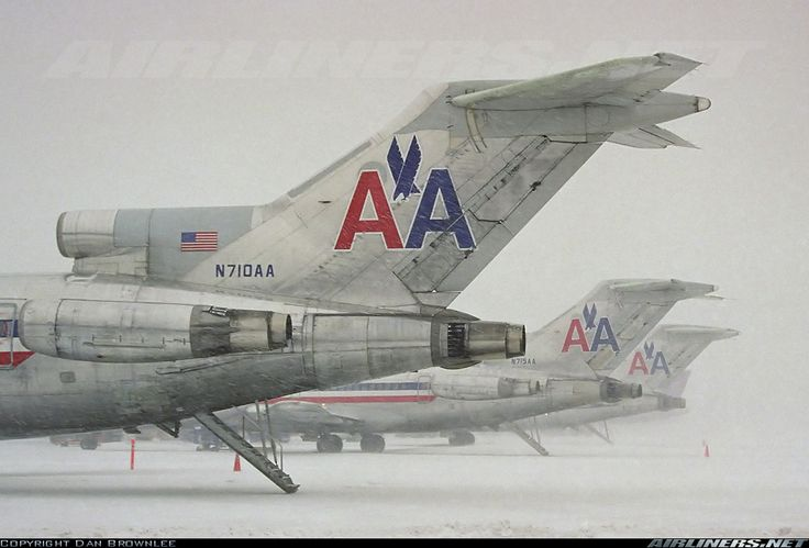 A snowstorm in the DC area grounds all traffic at Dulles.  American Airlines Boeing 727-223/Adv 	 Washington - Dulles International (IAD / KIAD) USA - Virginia, January 25, 2000