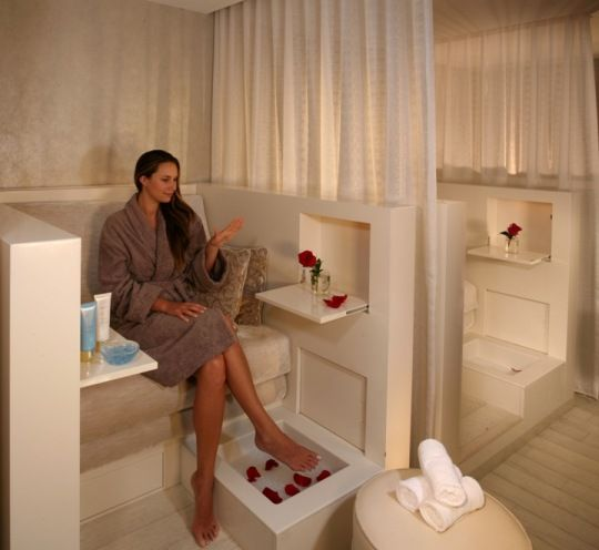 204 best savvy enticing salon and spa setups images on for Salon de pedicure