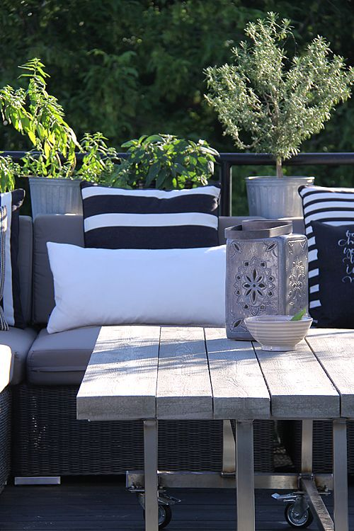 How to style black & white pillows for black/white patio