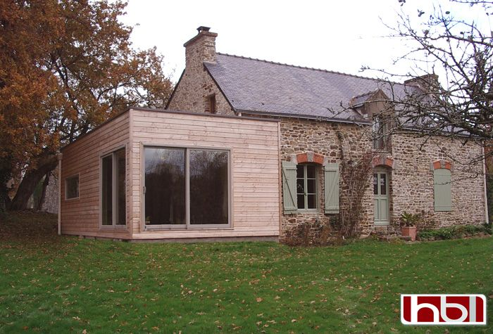 Extension ossature bois hblb morbihan bretagne bardage for Toiture extension maison