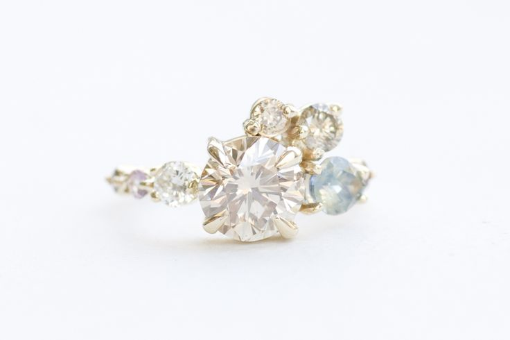 CHAMPAGNE DIAMOND AND BICOLOR SAPPHIRE ARC CLUSTER RING Image