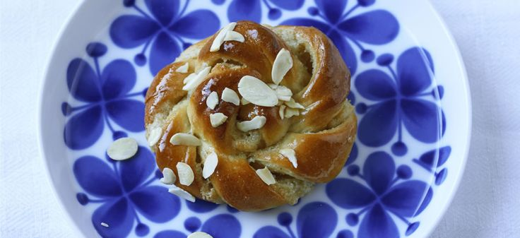 Photo credit - Pete Cassidy  Here's our recipe for best ever cinnamon buns.  It's KanelBullens Dag (Cinnamon Bun Day) on Sunday 4th October 2015 - and here at ScandiKitchen, we are encouraging everybody to get baking.  We want ...