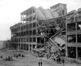 STABILIMENTO FIAT MIRAFIORI. Bombardata più volte durante le incursioni del novembre del 1942, a partire dal 1943 fu teatro di una serie di scioperi che segnarono la rottura definitiva del consenso popolare al regime, fino ad assumere una connotazione marcatamente politica nel marzo del 1944. La fabbrica si fermò anche durante lo sciopero insurrezionale del 18 aprile. #Torino #Storia #Resistenza