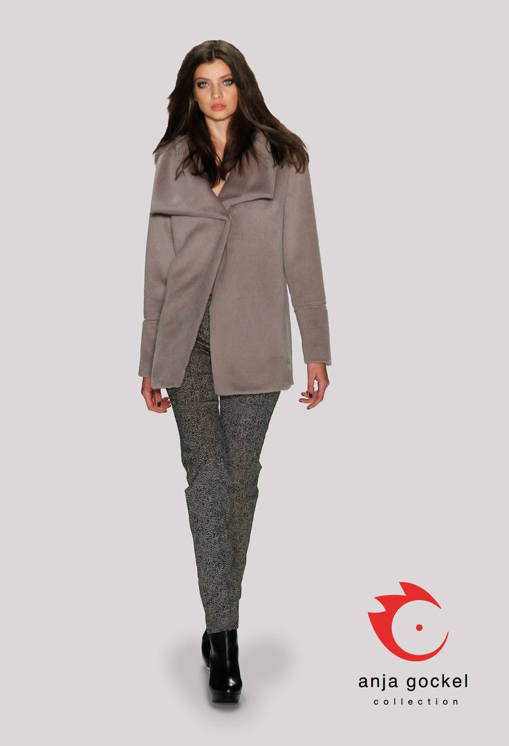 Elegant slim cut jacquard trousers in a luxurious combination with an alpaca overcoat in soft, yet sated beige.