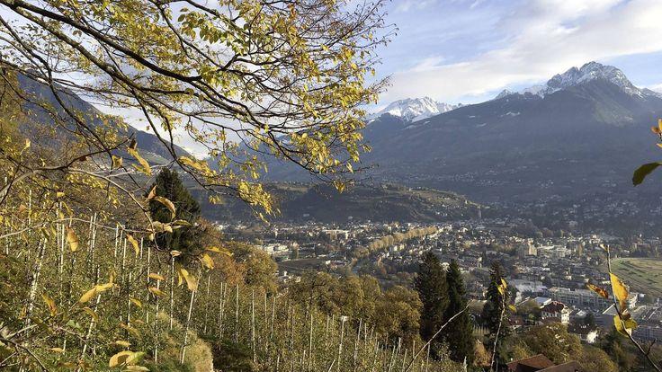 Das Südtirol zeichnet sich durch 300 Sonnentage pro Jahr aus, ist also auch im Winter eine Reise wert. Besonders privilegiert ist das Meraner Land mit seinem milden Klima.