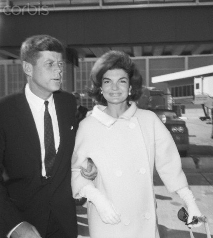 1960. 10 Juillet. Kennedys At Idlewild Airport, New York. Senator John Kennedy and wife Jacqueline