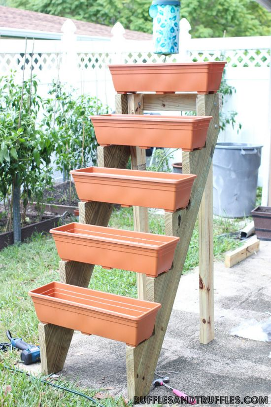 Diy vertical planter garden for Vertical garden planters diy