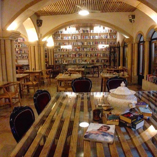 Books # 3... #tbt #obidos #books #library  #livros #interiordecor #interiordesign #igers #igersportugal #portugaldenorteasul #shooters_pt #p3top #theliteraryman #theliterarymanhotel