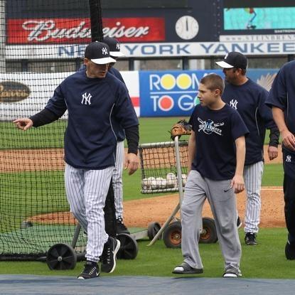 Ny Yankees Joe Girardi And Son Dante At Spring Training Wonder How Many Thousands Of Boys Wish Th Yankees Spring Training New York Yankees Baseball Yankees