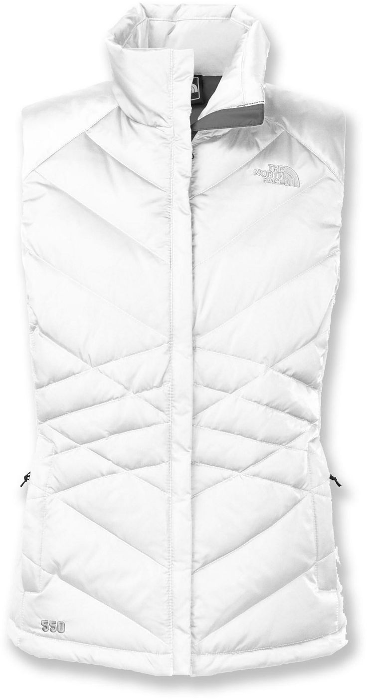 With a satin nylon exterior and diamond-shaped baffles that create a sleek, stylish appearance, The North Face Aconcagua women's down vest wraps you in trail-ready warmth.