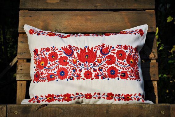 Vintage Transylvanian Hand Embroidered Pillow Cover / by Medreana