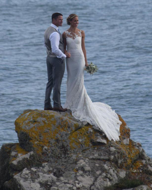 helen glover and steve backshall wedding   Helen Glover and new husband TV presenter Steve Backshall at Piskies ...