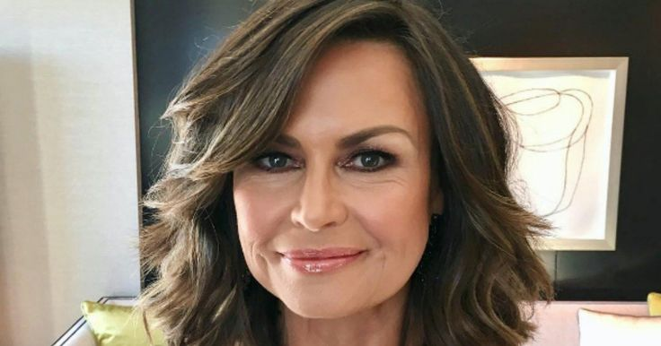 A list of every makeup product Lisa Wilkinson put on her face at the Logies.