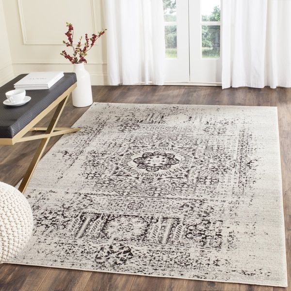 A spectacular fusion of fashion-forward pattern, color and texture, Evoke frieze rugs by Safavieh are soft and casual. Power-loomed of high-twist polypropylene yarns, these artful transitional rugs ar