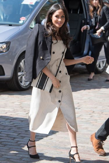 890af97b4c7c2 Meghan Markle'ın Bahar Stili: Elbise + Blazer Ferah yazlık elbisesini,  klasik ve şık kruvaze ceketle buluştururak bahar havasını yakalayan Meghan  Markle'ın ...