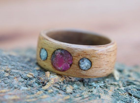 Wood ring with pink agate and fluorite inlay beech by MoonLoops