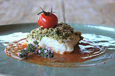 Schelvis met kruidencrumble en tomatencoulis