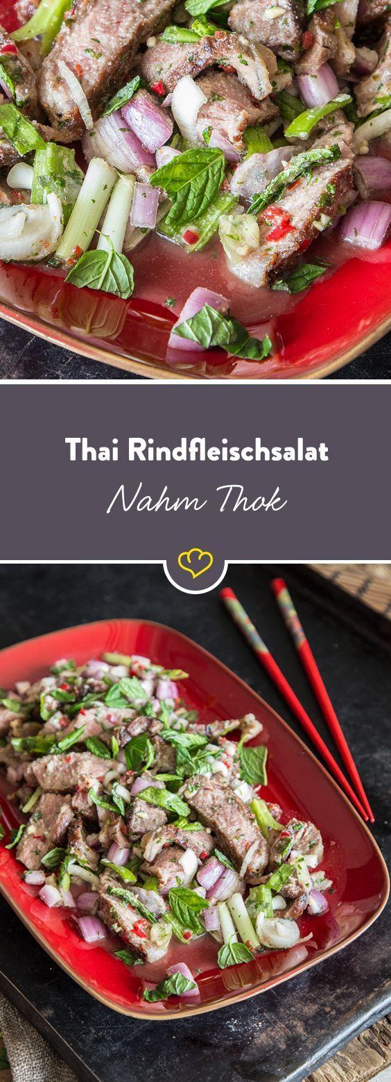 Frisch, feurig, saftig – das ist Nahm Thok. Saftiges Rindfleisch, feurige Chillischoten und erfrischender Limettensaft katapultieren dich mit einem Happs ins sonnige Thailand.  Übersetzt bedeutet Nahm