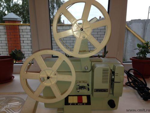 Кинопроектор Русь 1987 года выпуска (!), видимо, рабочий