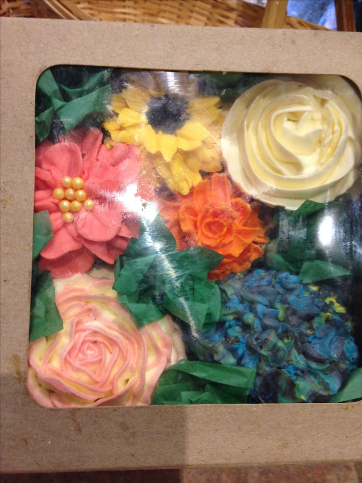 Cupcake bouquet box.  For Jenni Mothers Day 2017