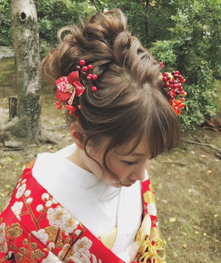 "#WEDDING #kimono #hairstyles #ウェディング #ヘアスタイル #Yukiko Hattori (@ceu0116) on Instagram: "". . kanaさん @ka0208 の前撮り♡ . . 赤い実をたっぷり付けて可愛らしく♪ . .  白無垢も可愛かったですよ♪また後程♪ . . 当日は別の方の担当指名が決まっていて、 .…"""