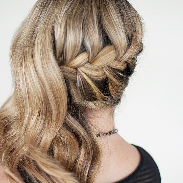 Half up braid inspo from #30braids30days (find the ebook on http://ift.tt/1NBWCHm)
