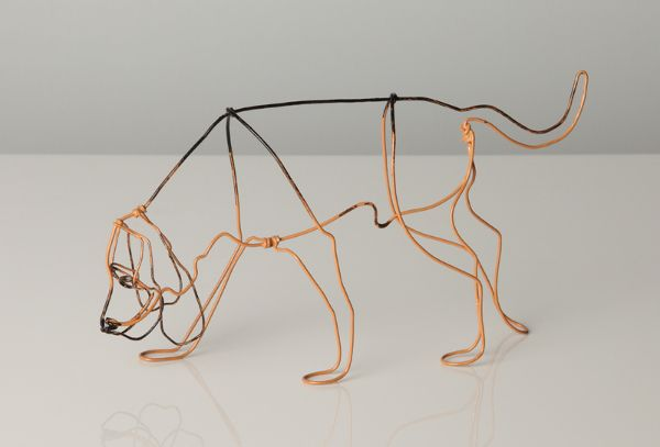 Você nunca mais vai olhar para o arame do saquinho de pão com os mesmos olhos. Confira essas incríveis esculturas de cachorros feitas com arame.