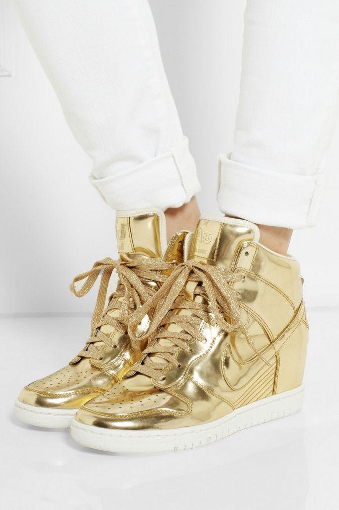 Nike Sky Hi Dunk in gold metallic leather