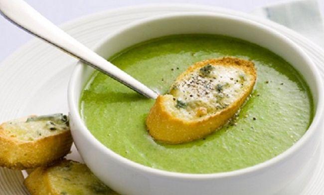 Receita de Sopa de Brócolis com Queijo Cheddar, aprenda como fazer uma deliciosa e fácil sopa com queijo cheddar, e as vitaminas do Brócolis.
