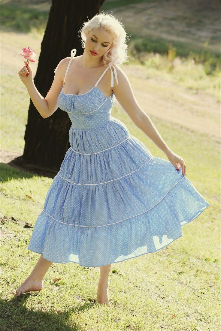 Vintage Blog - The Pink Collar Life: Marilyn's Blue Dress   Marilyn Monroe/vintage style/ classic beauty / platinum blonde / 1950s / summer dress