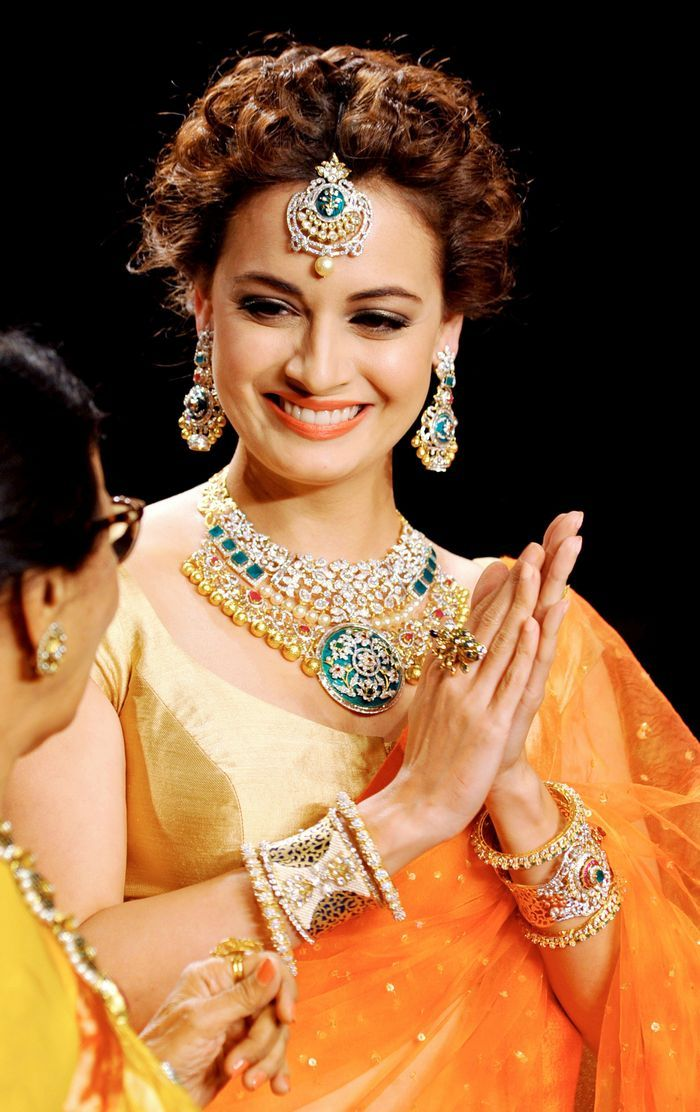 Dia Mirza looked sweet on the ramp at the Indian International Jewellery Week 2014 finale.