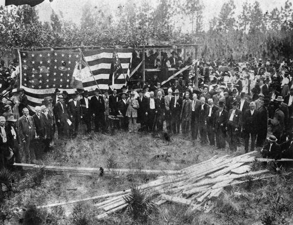 Survivors of the Battle of Olustee gathered at the Monument dedication in Olustee, Florida on October 23, 1912. The Battle of Olustee was fought in Baker County, Florida on February 20, 1864. It was the largest battle fought in Florida during the American Civil War. (State Archives of Florida/History By Zim)