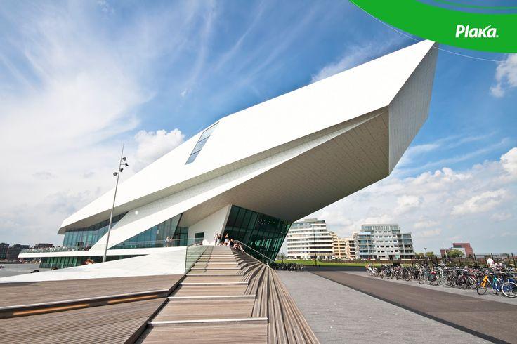 Un edificio futurista.