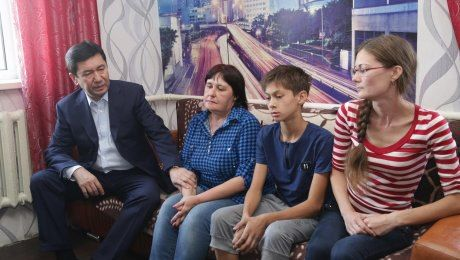 Аким Карагандинской области посетил семьи  погибших  на шахте «Казахстанская»