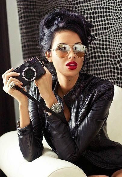 black hair with red lips... hellloooo my new fall style ♥ love everything about this! The makeup AND outfit. BADASS.