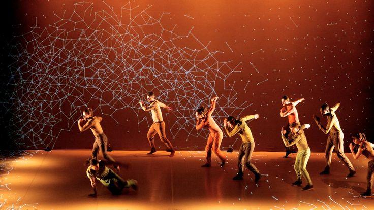Pixel: Tanz-Choreographie mit 3D-Projektion