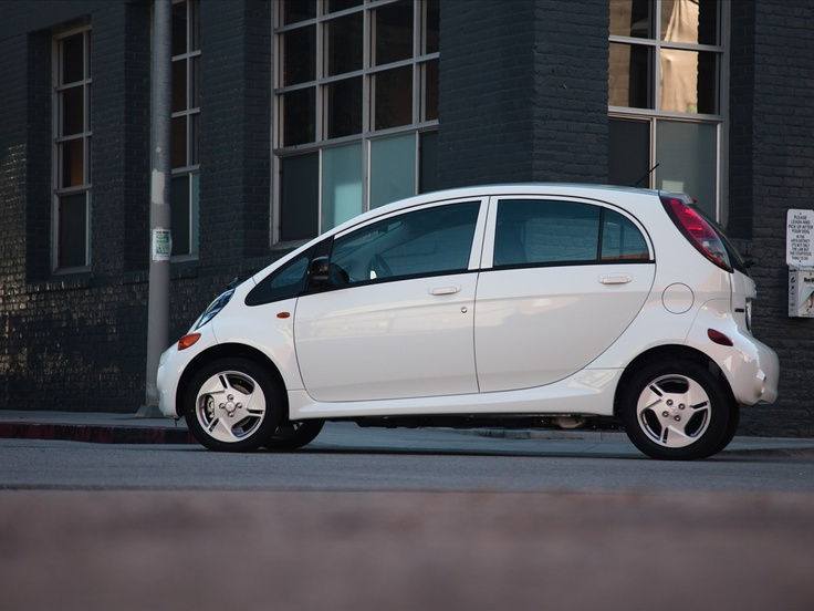 Simplicity is an advantage. The Mitsubishi i-MiEV Hatchback.