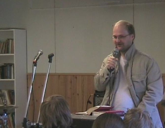 Teaching Bible for young teens in pentacostal congregation's weekend camp.
