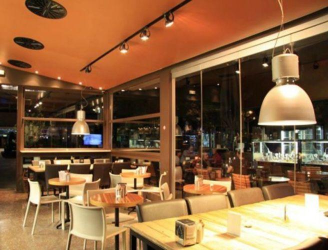 Communal Tables: Η νέα –πιο κοινωνική- τάση στο dining