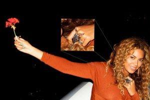 Esta foto informal se encuentra en la cuenta de Tumblr de Beyonce. Cuenta con un anillo que la cantante parece amar y con la que ha sido vista varias veces (sobre todo durante una actuación en Coachella). El anillo parece ser nada más que la cabeza de Baphomet.