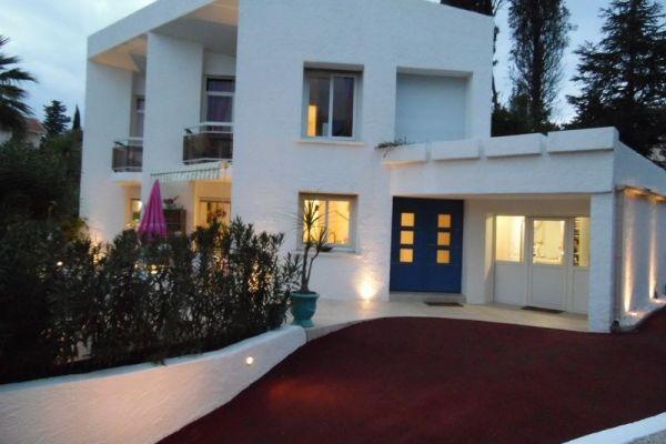 Villa contemporaine de caractère, piscine, jardin arboré et calme, Saint-Raphaël ! 83700 / Ref 06139