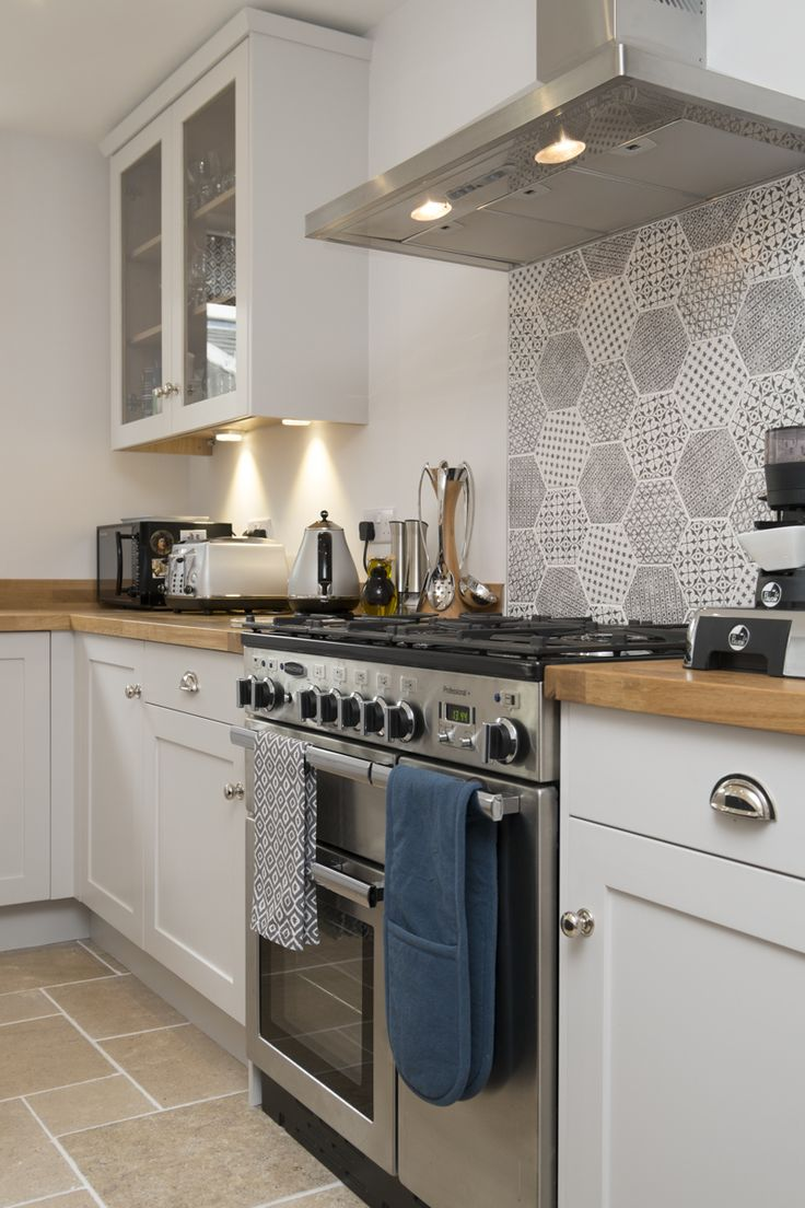 Chalkhouse Interiors Shaker kitchen in Farrow and Ball Ammonite with Rangemaster oven