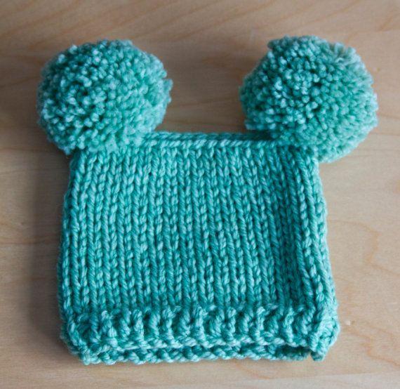 iki ponponlu yeşil kolay bebek bere modeli anlatımlı
