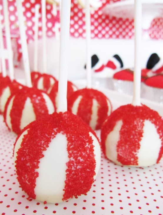 Ohhthat! by Tin: Cake Pops for Christmas