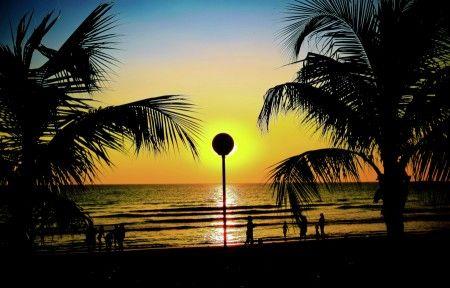 Muchlis Wahab: mengintip sunset di pantai akkarena losari makassar