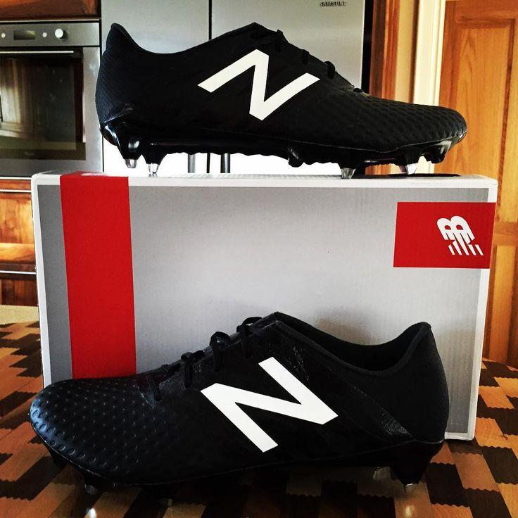 new balance all black football boots