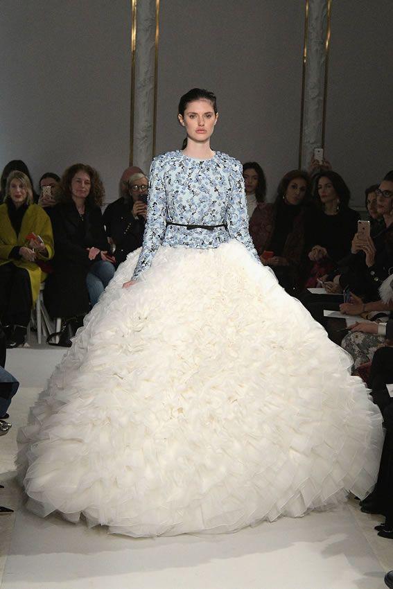 Como recién salidos de un cuento, los vestidos pomposos se imponen en la Semana de Alta Costura